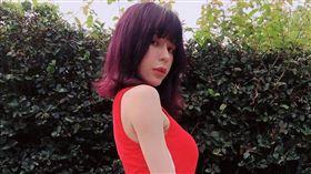 Keanna近期推出單曲《雙魚游泳》。(圖/翻攝自Keanna IG)
