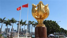 圖/翻攝自人民日報臉書   十三屆全國人大三次會議表決通過全國人民代表大會關於建立健全香港特別行政區維護國家安全的法律制度和執行機制的決定。