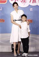 嚴立婷與7歲帥兒Willson受邀出席佳格福樂「以愛灌鈣」公益記者會。(圖/記者林聖凱攝影)
