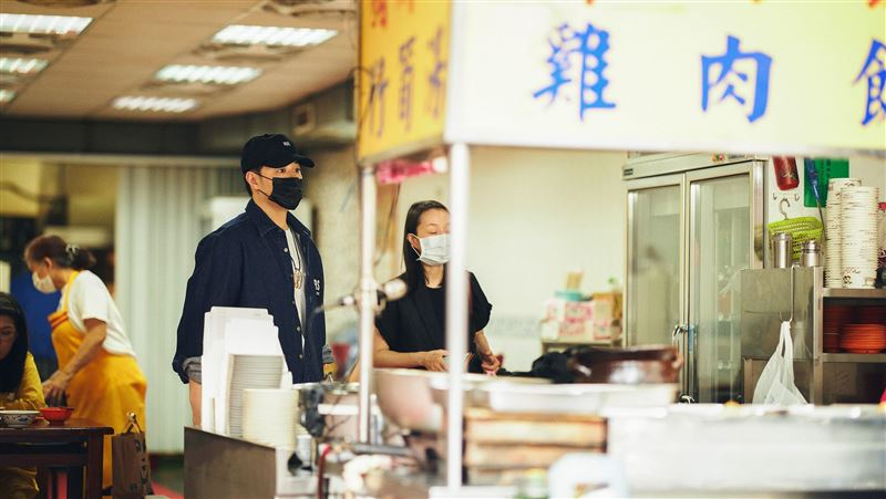 39歲潘瑋柏曝近況 街邊大吃滷肉飯