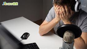 名家專用/NOW健康/長時間盯著電視、電腦、手機螢幕,導致白內障的罹病年齡下降。(勿用)