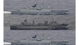 中國解放軍3軍艦通過宮古海峽(組合圖/翻攝臉書)