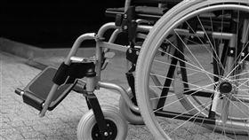 黑白輪椅(圖/翻攝自Pixabay)