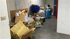 囤積,資源回收場,蟑螂,小強,樓梯間,鄰居,mobile01。(圖/翻攝自mobile01)