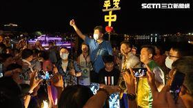 防疫五月天搭船游安平 碼頭擠滿人阿中開講「箱子當舞台」(圖/記者花芸曦攝影)