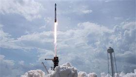 ▲美國總統川普觀看火箭發射成功。(圖/翻攝自NASA推特)