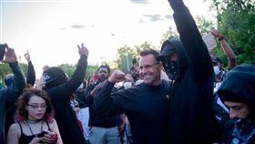 美國,黑人,警察,遊行(圖/翻攝自Sheriff Chris Swanson)