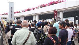 港支聯會獻花六四死難者 要求結束中共一黨專政香港支聯會於5日清明節時,向1989年北京「六四事件」死難者獻花,並重申「結束(中共)一黨專政」的立場。中央社記者張謙香港攝 107年4月5日
