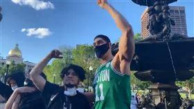 被列「恐怖份子」 球星上街聲援非裔 NBA,波士頓塞爾提克,Enes Kanter,George Floyd,人權 翻攝自推特