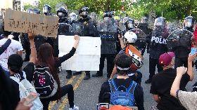 反種族歧視示威  群眾與警方對峙