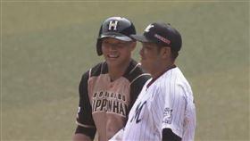 ▲日本職棒火腿對王柏融敲出安打上壘。(圖/翻攝自推特)