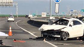 國道3彰化路段 賓士自撞駕駛拋飛亡(圖/翻攝畫面)