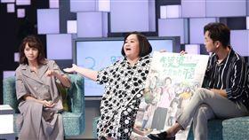 金鐘視后鍾欣凌與黃姵嘉在家庭生活劇《我的婆婆怎麼那麼可愛》合作演出一對婆媳,兩人搭檔劇中演員張書偉齊上公視談話節目《36題愛上你》。圖/公視提供