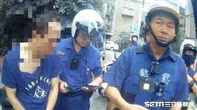 台北市萬華分局發動攔截圍捕,一舉逮獲蕭姓通緝犯。(圖/翻攝畫面)