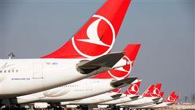 土耳其航空18日復飛國際線土耳其航空2日宣布,18日恢復國際航線,初期將有歐洲6國16城飛土耳其14城的航班,包括5條全新航線。圖為土航機隊。(土耳其航空提供)中央社記者何宏儒安卡拉傳真 109年6月2日