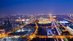 從中國爆發的武漢肺炎在全球造成難以估算的經濟傷害,中國官媒《人民日報》報導,6月6日起,北京將發放人民幣122億元消費券。(圖/翻攝自人民日報臉書)