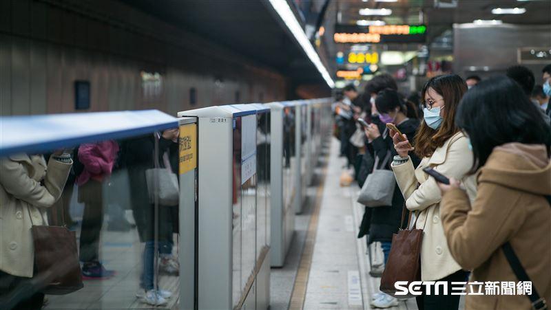 大眾運輸「保持社交距離」免戴口罩!6/7交通鬆綁一次看