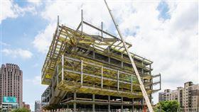 打造文化新地標,桃園市立圖書館新建總館工程上梁,目標2021年10月完工(圖/桃園市政府)