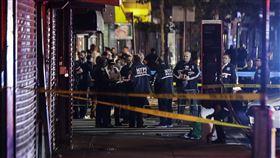 紐約實施宵禁,但布魯克林區卻傳出有警察遭襲。(圖/美聯社/達志影像)