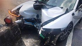 BMW,自撞,北宜公路,護欄,限量,i8(圖/翻攝畫面)