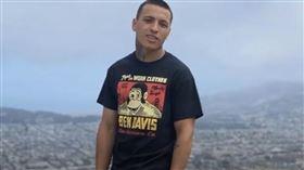美國舊金山警方執法過當,誤認口袋鐵槌為槍械,將22歲男子當場擊斃,連開五槍。(圖/翻攝自YouTube)
