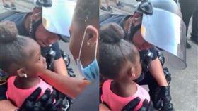 女童問「你會開槍射我嗎?」,警察「我是來保護你的」。美國,佛洛伊德,警察,女童,抗議,示威,遊行,活動。(圖/翻攝自推特)