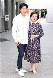 「親愛的房客」導演鄭有傑、演員莫子儀、陳淑芳。(記者邱榮吉/攝影)