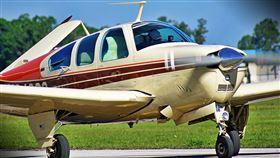 揪3好友坐飛機!起飛前開心自拍傳母親…5分鐘後成遺照(圖/翻攝自pixabay)