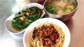 點麵+菜+湯吃超飽 價格曝光網暴動(圖/翻攝自爆廢公社)