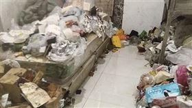 大陸,看看新聞,垃圾,房東,衛生棉,陝西,西安。(圖/翻攝自看看新聞)