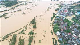 中國南方各省區近日連降豪雨,部分地區出現災情,其中以廣西壯族自治區最為嚴重。圖為桂林市豪雨成災。(圖/中新社提供)