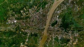 ▲哈佛醫學院近日釋出最新的衛星影像研究,竟看到武漢大型醫院周圍的車流量。(示意圖/翻攝自維基百科)