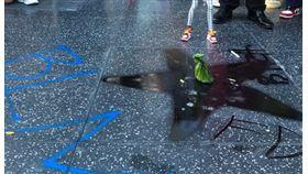 川普支星遭示威者破壞(圖/翻攝自Mohammed Faris Twitter)