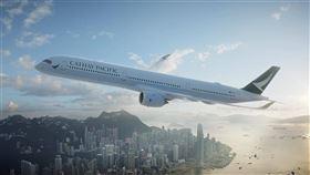 香港國泰航空公司9日宣布資本重組,共融資港幣390億元,其中港府將向國泰注資292.5億元。(圖/翻攝自facebook.com/cathaypacific)