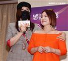 利菁、葉璦菱兩姐妹出席台灣優質生命協會2020「感謝守護‧永遠挺您」醫護警消感謝箱捐贈記者會。(記者邱榮吉/攝影)