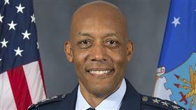 美國參議院9日通過空軍上將布朗出任空軍參謀長人事案,成為美軍首位非裔軍種首長。(圖取自美國空軍網頁www.af.mil)