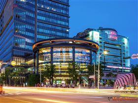 松山車站生活圈在軌道經濟刺激下,儼然成為東京澀谷站在台北的翻版(圖/業者提供)