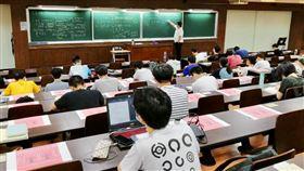 大學生,台大,教室 圖/翻攝自台大臉書
