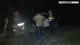 台中警方率隊前往苗栗山區尋找陳男遺體。(圖/翻攝畫面)