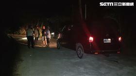 台中警方帶陳嫌及共犯前往苗栗山區找尋死者遺體。(圖/翻攝畫面)