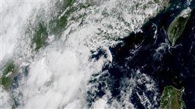 鸚鵡颱風逐漸消散。(圖/翻攝自台灣颱風論壇臉書)
