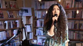 圖書館開唱!心靈系歌后萬芳「今天 誰都可以來」談唱會直播獻唱8首歌 (照片提供:何樂音樂)