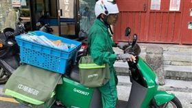 網友在臉書社團上分享遇到郵差gogoro趣事。(圖/翻攝自台北之北投幫臉書)