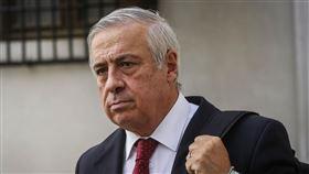 智利衛生部長馬納立因遭批疫情數字不一,黯然下台。(圖/翻攝自José Antonio Kast推特)  https://twitter.com/joseantoniokast/status/1271844095892348928/photo/1