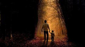 父子,親生,外遇(示意圖/翻攝自Pixabay)
