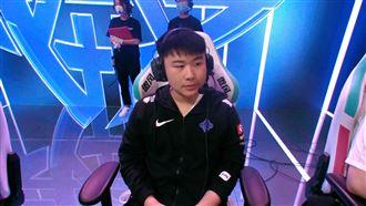 中國電競隊伍犯低級失誤…玩家全傻眼