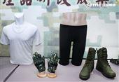 陸軍司令部研改團隊完成女性運動內衣。(圖/記者邱榮吉攝影)