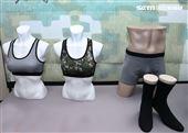 陸軍司令部研改團隊完成女性運動內衣具備除臭抗菌、觸感柔順及吸溼快乾等優點,穿著貼身舒適,有數位迷彩及灰色2款。(記者邱榮吉/攝影)