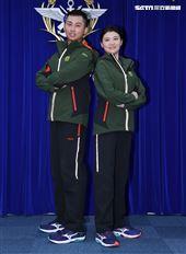 陸軍司令部研改團隊完成「防寒服裝」。(記者邱榮吉/攝影)