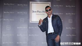 ▲黑人陳建州出席Jean-Paul Hevin(JPH)法國頂級巧克力新店開幕。(圖/記者林辰彥攝影)